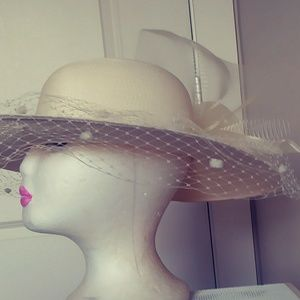 Accessories - Elegant Ivory wide brim hat with flower
